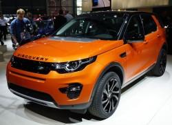 В Париже Лэнд Ровер представили новый автомобиль Discovery Sport