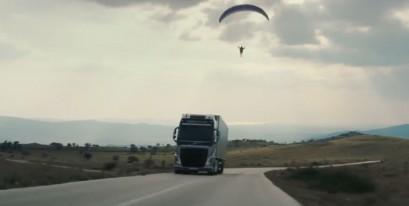 Volvo Trucks выпустили ролик «Летающий пассажир»