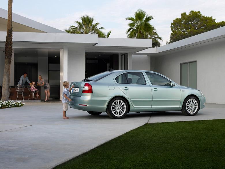 Компания Skoda обновила седан и универса…