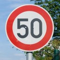 «Максималку» в населенных пунктах хотят уменьшить до 50 км/ч